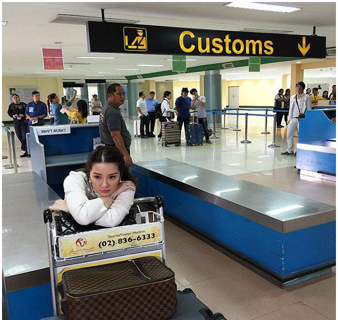Netizens react on this photo of Kris Aquino after the Bureau of Customs announced stricter rules on balikbayan box inspection Photo taken from Kris' FB Fan Page